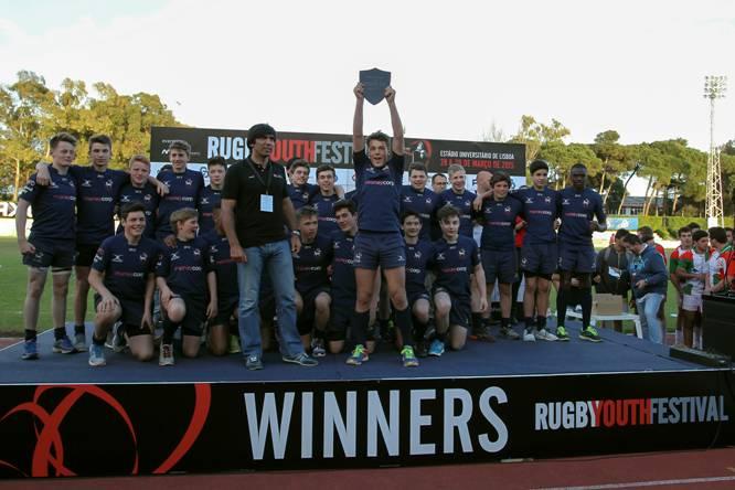 Créditos Carlos Rodrigues – Equipa Inglesa dos Lambs a receber o troféu de Vencedor do Torneio