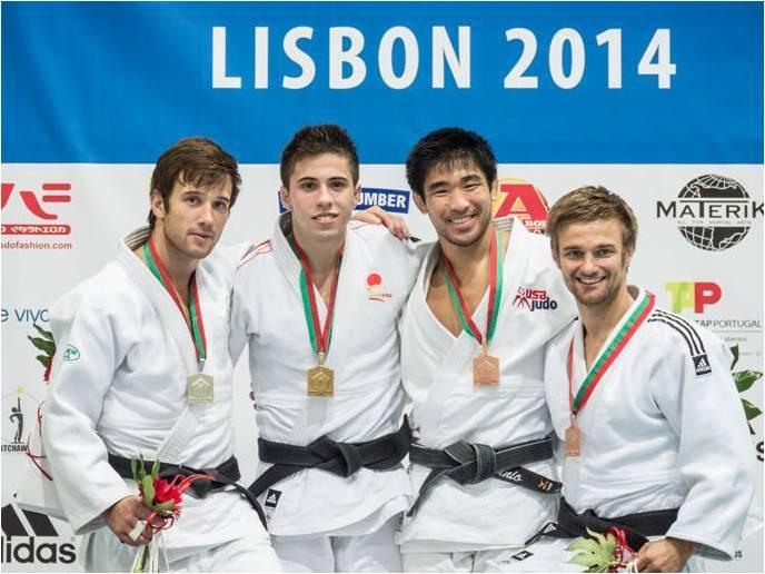 Nuno Carvalho no pódio com a Medalha de Prata